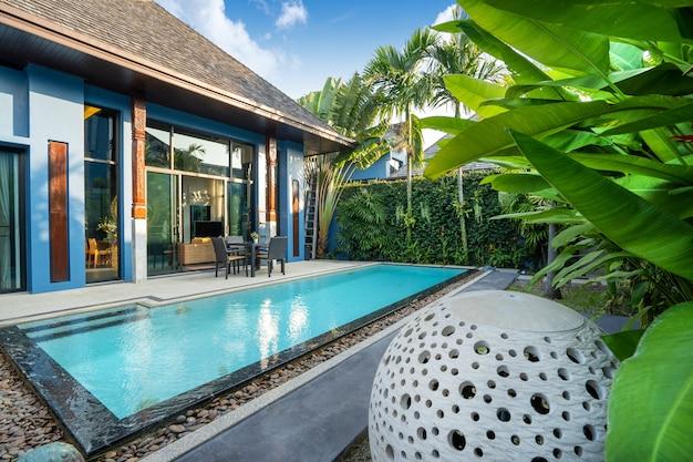 Vivenda de luxo piscina e jardim verde