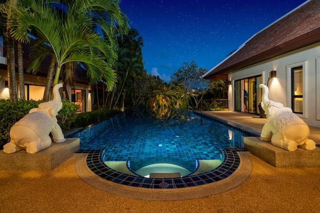 Vivenda de luxo tailandês balinesa com piscina infinita