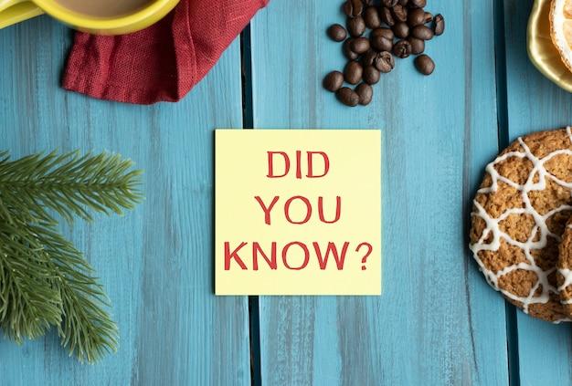 Você sabia escrito em um papel branco sobre fundo de madeira. ilustração design notepad paper