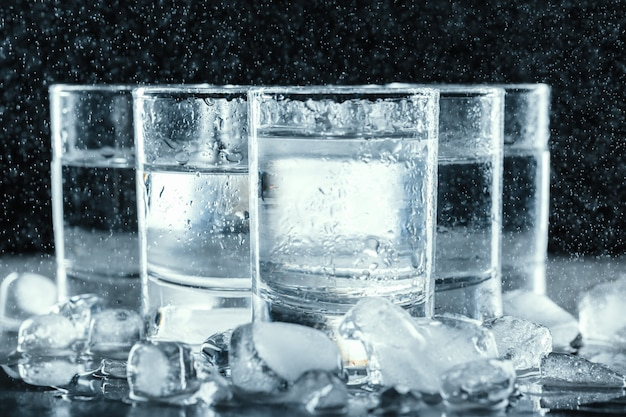 Vodka fria em copos de shot