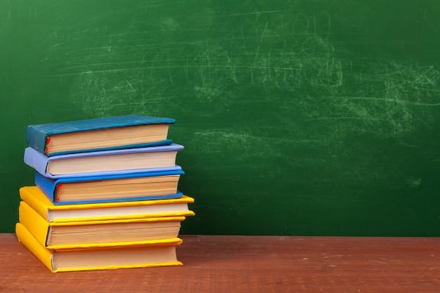 Volta ao conceito de escola com artigos de papelaria e quadro-negro