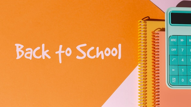 Volta ao conceito de escola com cadernos e calculadora