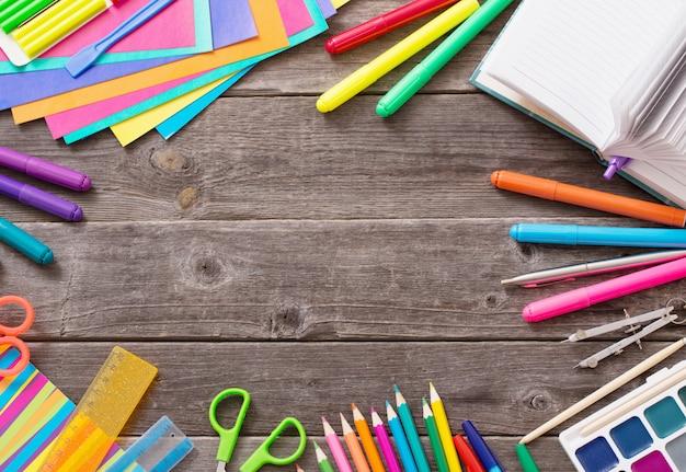 Volta ao conceito de escola no espaço de madeira