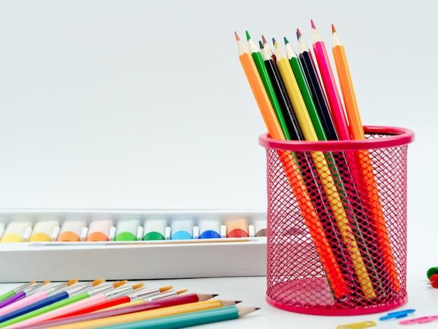 Voltar à idéia do conceito de escola, equipamento estacionário definido para volta ao fundo do conceito de escola