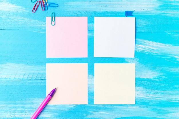 Voltar para a escola com artigos de papelaria material de escritório canetas, lápis, pincéis, canetas de feltro, marcadores, clipes de papel