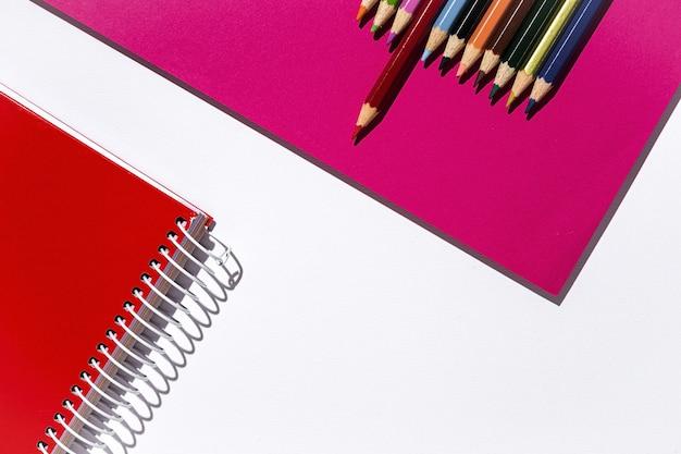 Voltar para material escolar, cadernos, lápis de cor