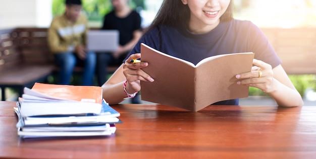 Voltar para o conceito de universidade de faculdade de conhecimento de educação escolar