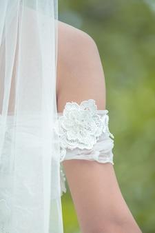 Voltar véus de noiva fora do conjunto com uma bela