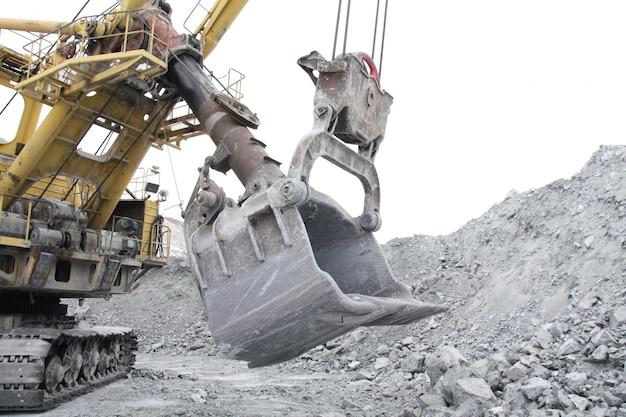 Volume de escavadeira de caçamba de 10 metros cúbicos.