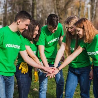 Voluntariado e conceito de trabalho em equipe