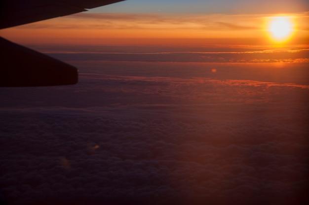 Vôo do sol paisagem céu avião