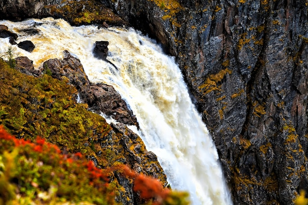 Voringfossen, noruega, o início da queda d'água