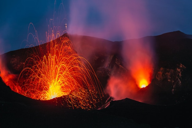 Vulcão ativo de stromboli
