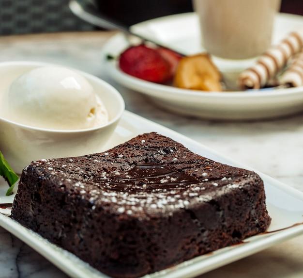 Vulcão de chocolate com sorvete