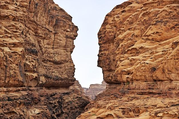 Wadi disah no cânion al shaq na arábia saudita