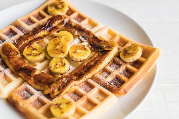 Waffle de banana doce rústico