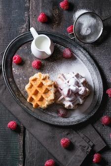 Waffles belgas com framboesas