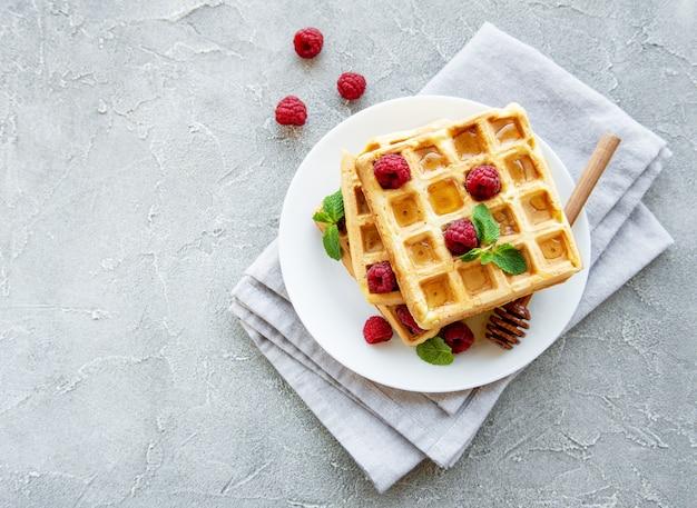 Waffles caseiros com bagas