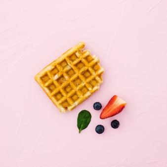 Waffles caseiros frescos da forma do coração