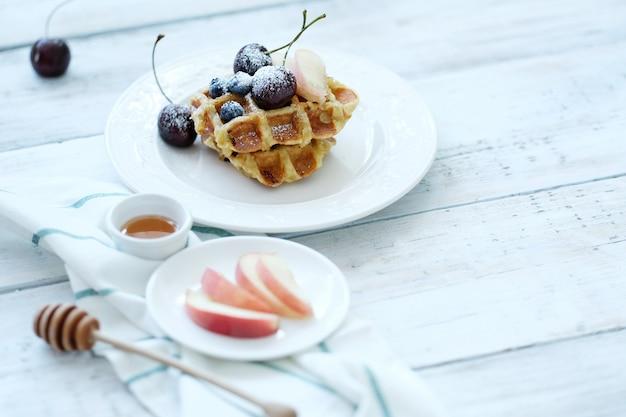 Waffles com frutas