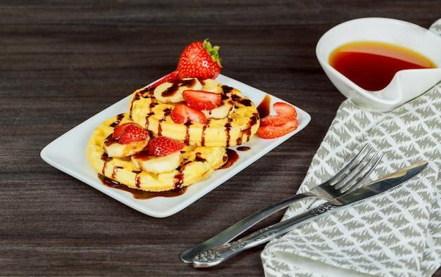 Waffles com frutos silvestres