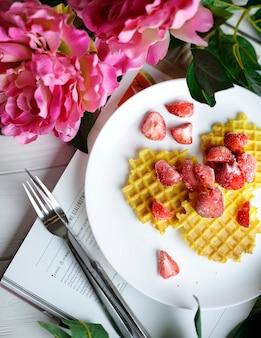 Waffles com morangos