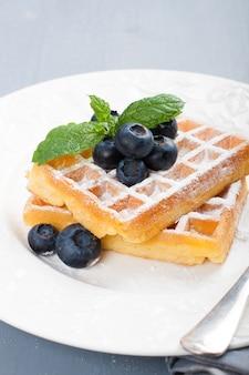 Waffles deliciosos com blueberris