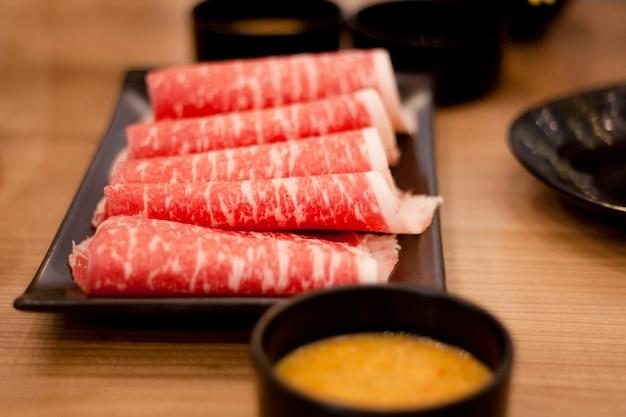 Wagyu beef fatiado em chapa retangular