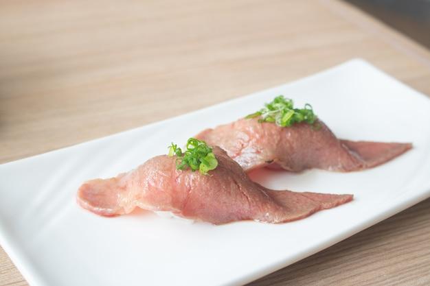 Wagyu queima carne sushi comida japonesa
