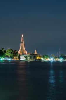 Wat arun durante o crepúsculo