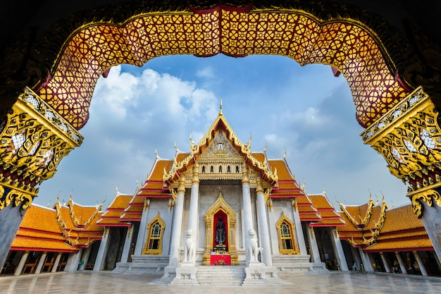 Wat benchamabophit ou wat ben em suma é um templo de mármore em bangkok