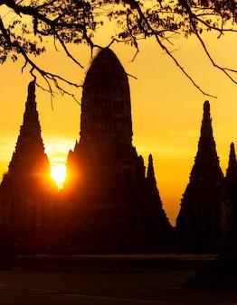 Wat chai wattanaram em ayutthaya no tempo do sol.