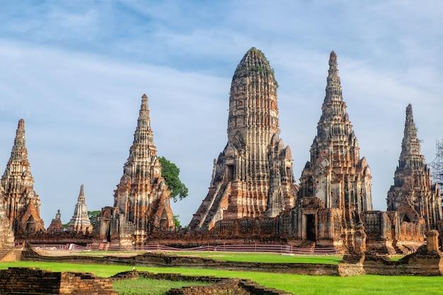 Wat chaiwatthanaram está no parque histórico em ayutthaya., tailândia.