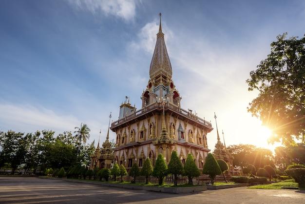 Wat chalong ou templo de chalong as atrações turísticas mais populares em phuket, tailândia
