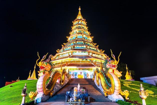 Wat huay pla kang, templo chinês na província de chiang rai, tailândia.