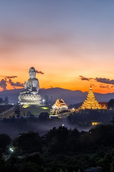 Wat huay pla kang, templo chinês na província de chiang rai, tailândia