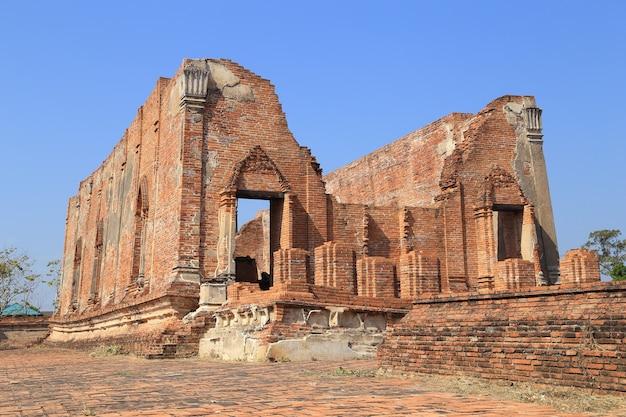 Wat khudeedao, a ruína de um templo budista no parque histórico de ayutthaya, tailândia