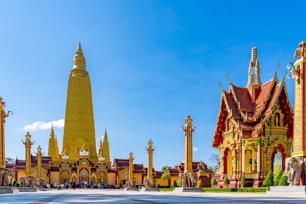 Wat mahathat watchiramongkhon, ou localmente conhecido como wat bang thong em krabi, tailândia