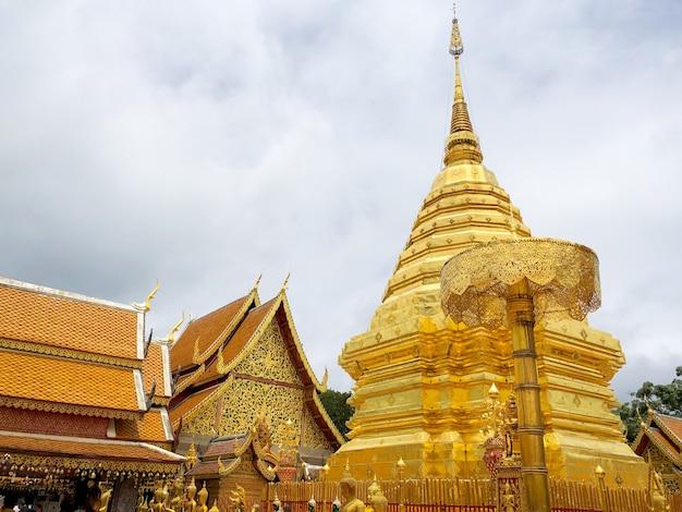 Wat phra que doi suthep é um templo budista e atração turística em chiang mai, tailândia