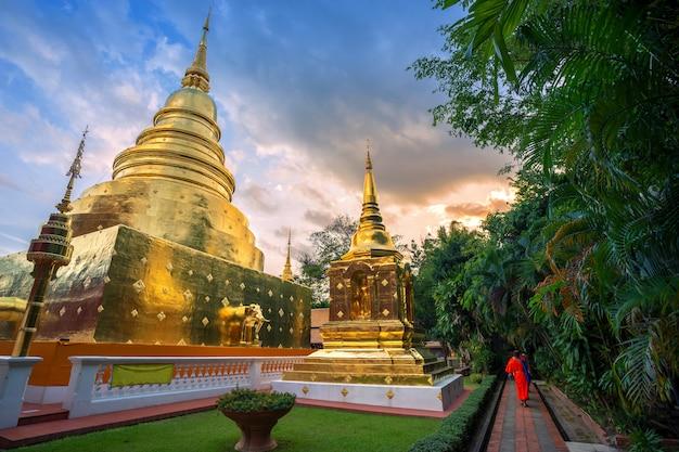 Wat phra singh é um templo budista é uma grande atração turística em chiang mai, na tailândia.