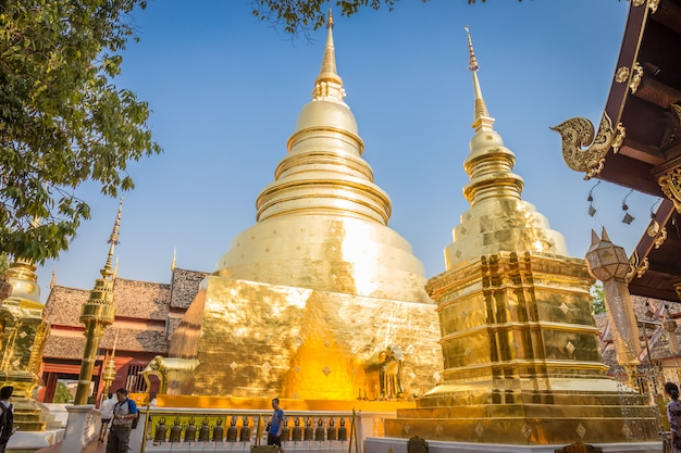 Wat phra singh woramahaviharn templo está localizado no centro da cidade velha de chiang mai, tailândia