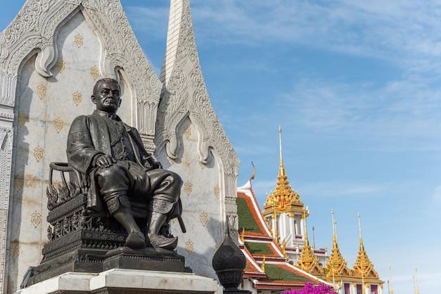 Wat ratchanatdaram e loha prasat (castelo de ferro)