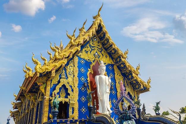 Wat rong sua ten (templo azul) em chiang rai, tailândia