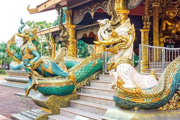 Wat sirindhornwararam; o incrível templo da tailândia, a parede pode crescer como um néon no escuro.