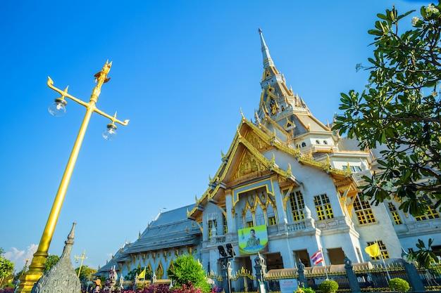Wat sothonwararam é um templo budista no centro histórico e é um templo budista