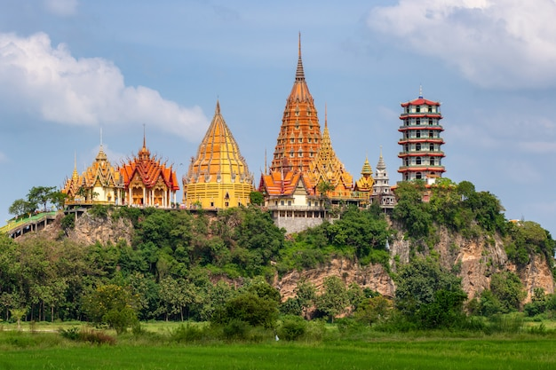 Wat tham suea na província de kanchanaburi na tailândia