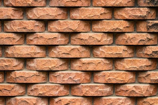 Weathered manchou o fundo velho da parede de tijolo.