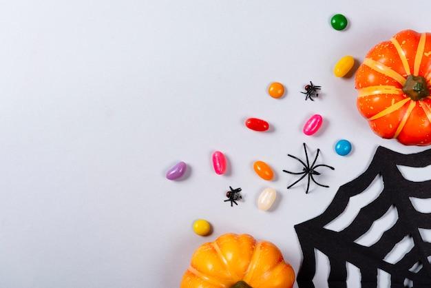 Web, doces, aranha e moscas em cinza.