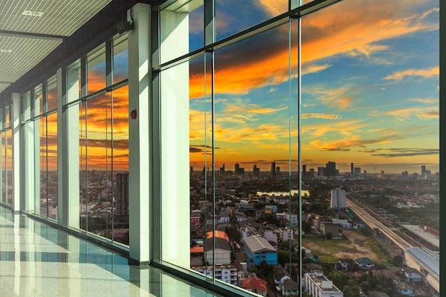 Windows no escritório moderno