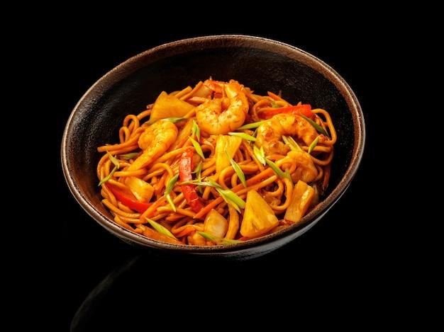 Wok de camarão agridoce